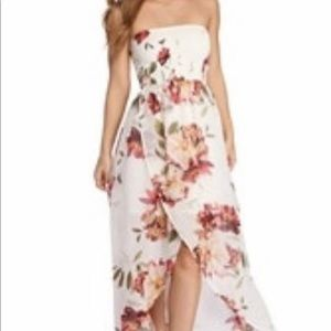 Flowy In Floral Strapless Maxi Dress
